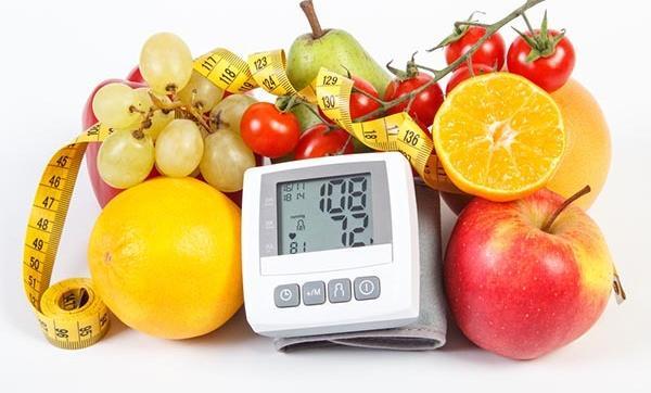 milyen gyümölcslevet ihat magas vérnyomás esetén