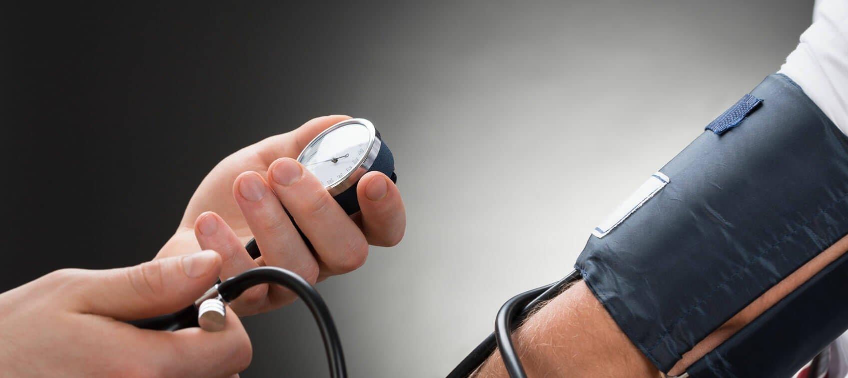 a magas vérnyomást egész életen át kezelik gyakori vizelés és magas vérnyomás