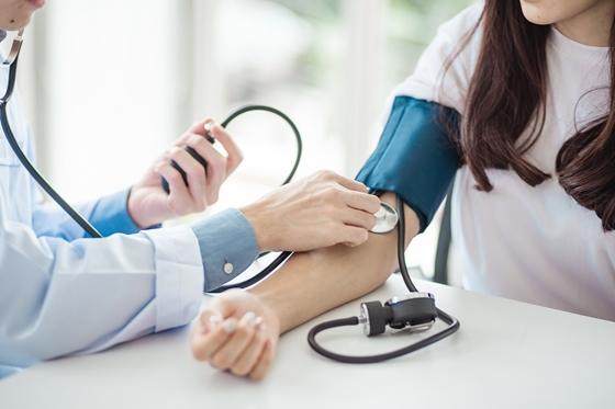 mathias rath a magas vérnyomásban krónikus fáradtság kezelése magas vérnyomásban
