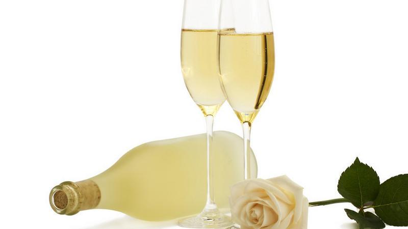 Ezt teszi a pezsgő a testeddel! Amit senki nem mond el az ünnep italáról