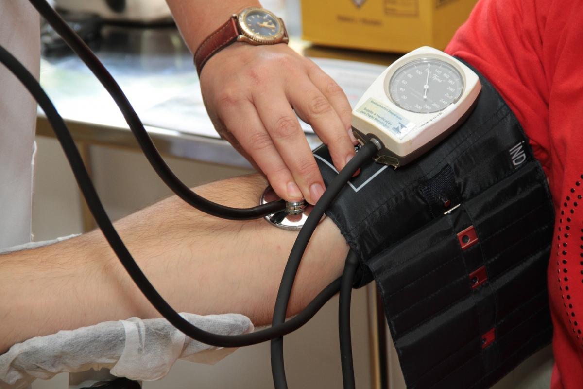 3 magas vérnyomás-rohamban szenvedő személynek a leggyengébb gyógyszer a magas vérnyomás ellen